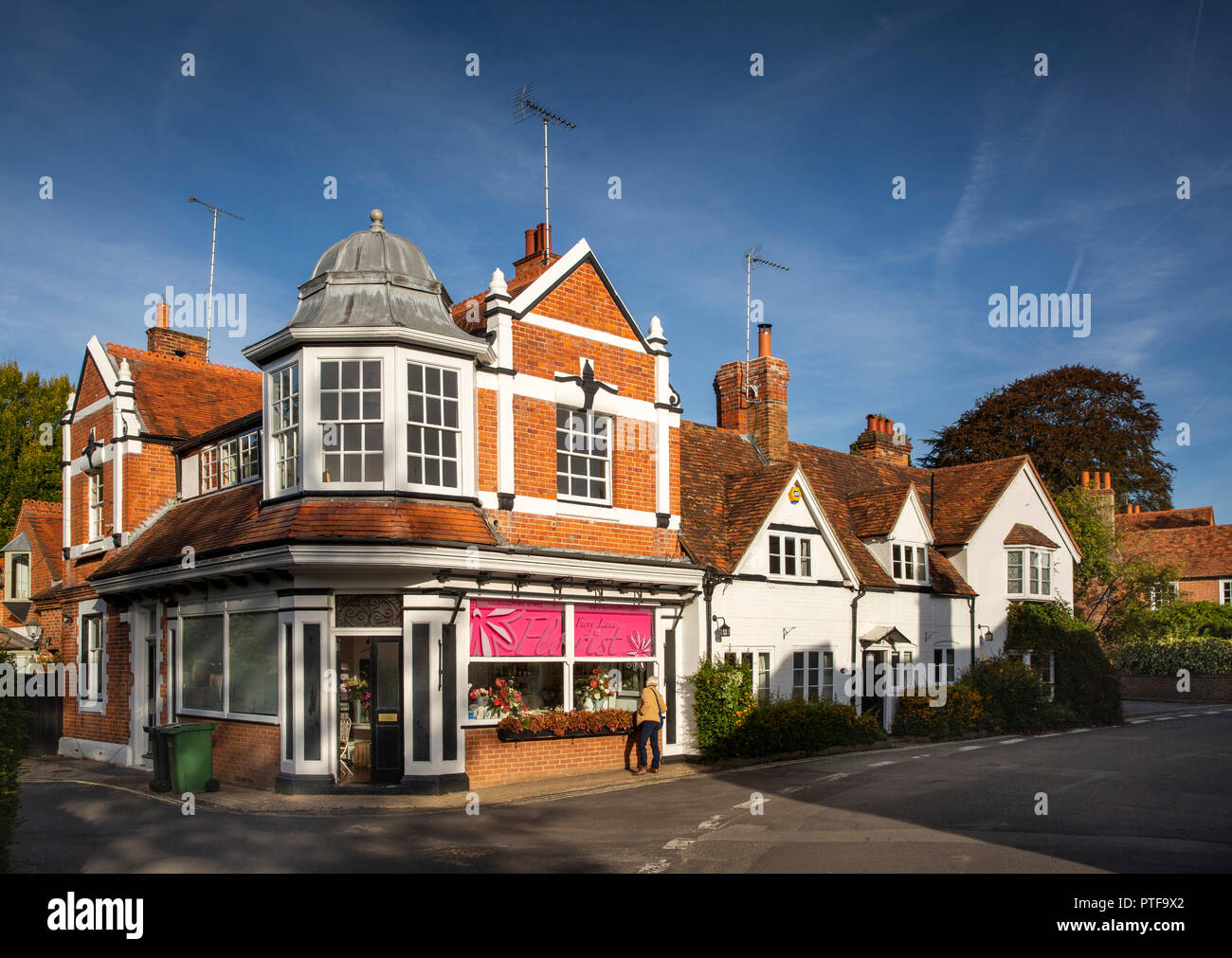 England, Berkshire, Goring on Thames, Manor Road, Ferry Lane Florist's shop in Edwardian building Stock Photo