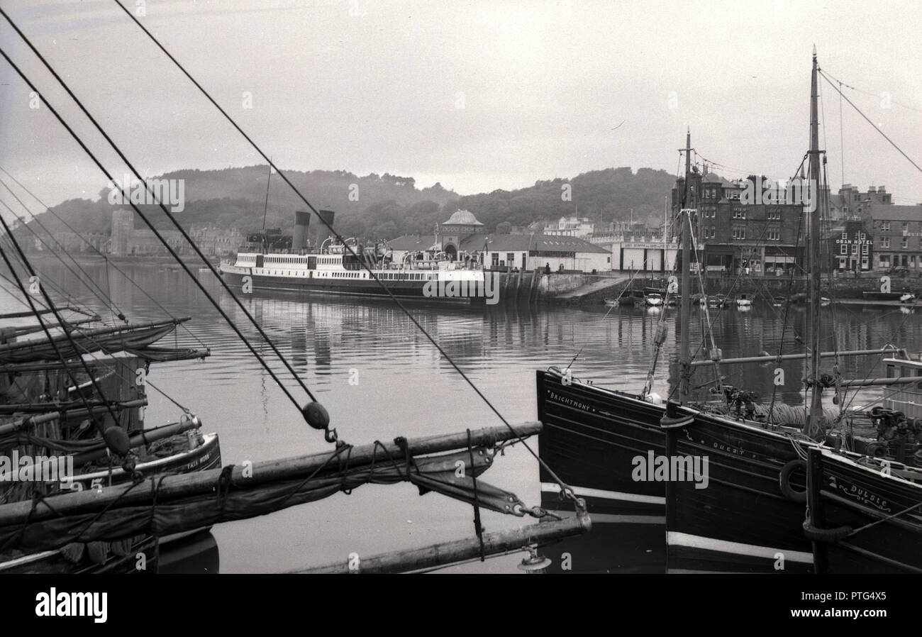 1950s, historical, large passenger steamship moored in Oban harbour, Scotland, UK. The bay at Oban in the Firth of Lorn became the gateway to the Western highlands and Islands of Scotland for visitors travelling by ship. - Stock Image