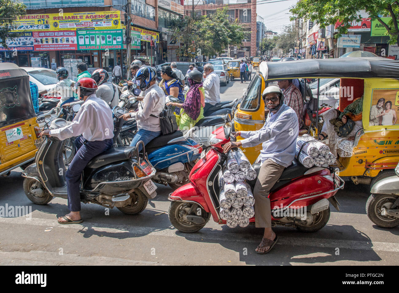 Constipated traffic in the city centre. Photographed in Ahmedabad, Gujarat, India - Stock Image
