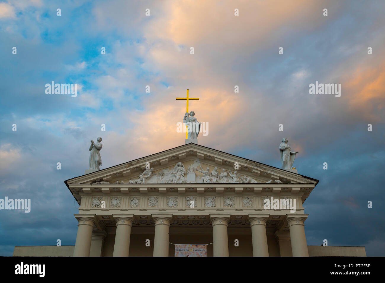Vilnius Cathedral, view at dusk of statues sited above the neoclassical pediment of the Vilnius Cathedral of St Stanislav and St Vladislav, Lithuania. Stock Photo