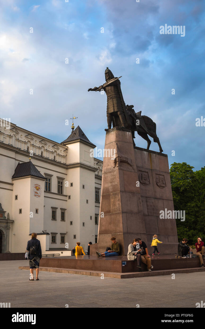 Cathedral Square Lithuania, summer evening view of people gathered around the Monument to Grand Duke Gediminas in Cathedral Square, Vilnius Old Town. - Stock Image