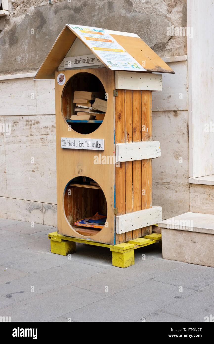 Little Free Library, Via Simon, Alghero, Sardinia, Italy. International book sharing project, book exchange free book exchange - Stock Image