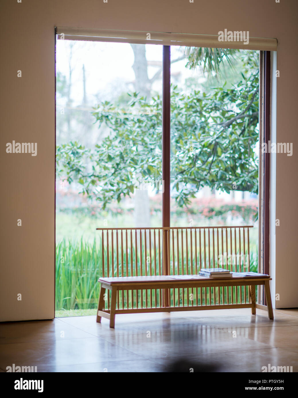 Bench seat at window in Houston gallery of Hiram Butler  - permission required - Stock Image