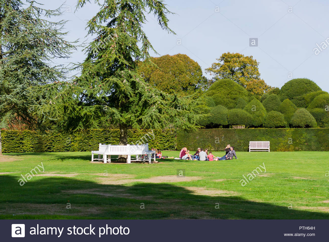 People enjoying a picnic on a lovely sunny sunday afternoon in October 2018, Dorset, England, UK - Stock Image