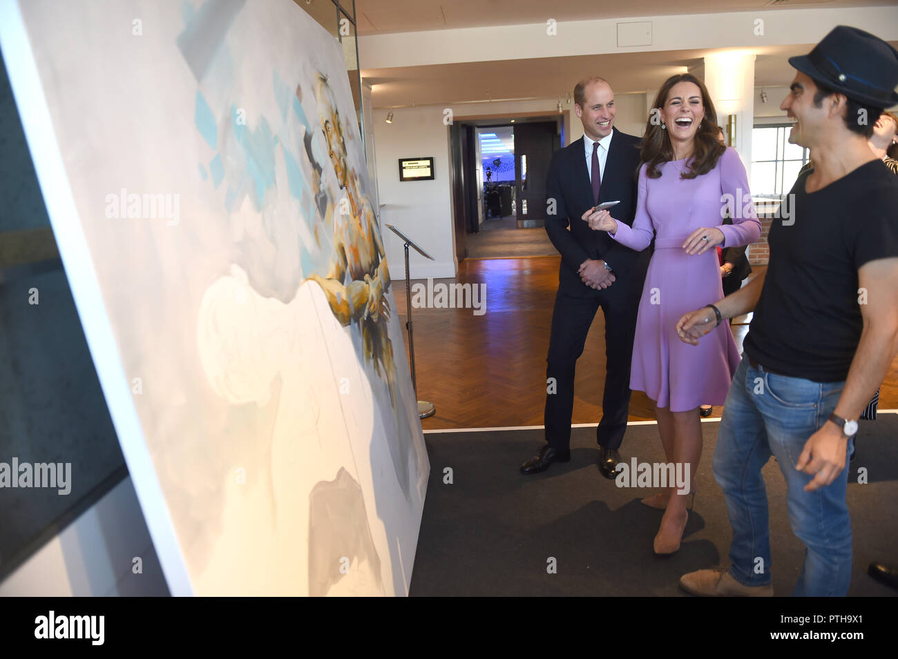 The Duke and Duchess of Cambridge view the work of Dairo Vargas, a