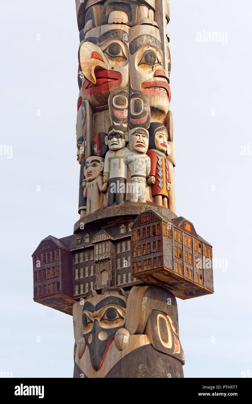 Detail of the Reconciliation Pole carved by Haida master carver Jim Hart, University of British Columbia, Vancouver, BC, Canada - Stock Image
