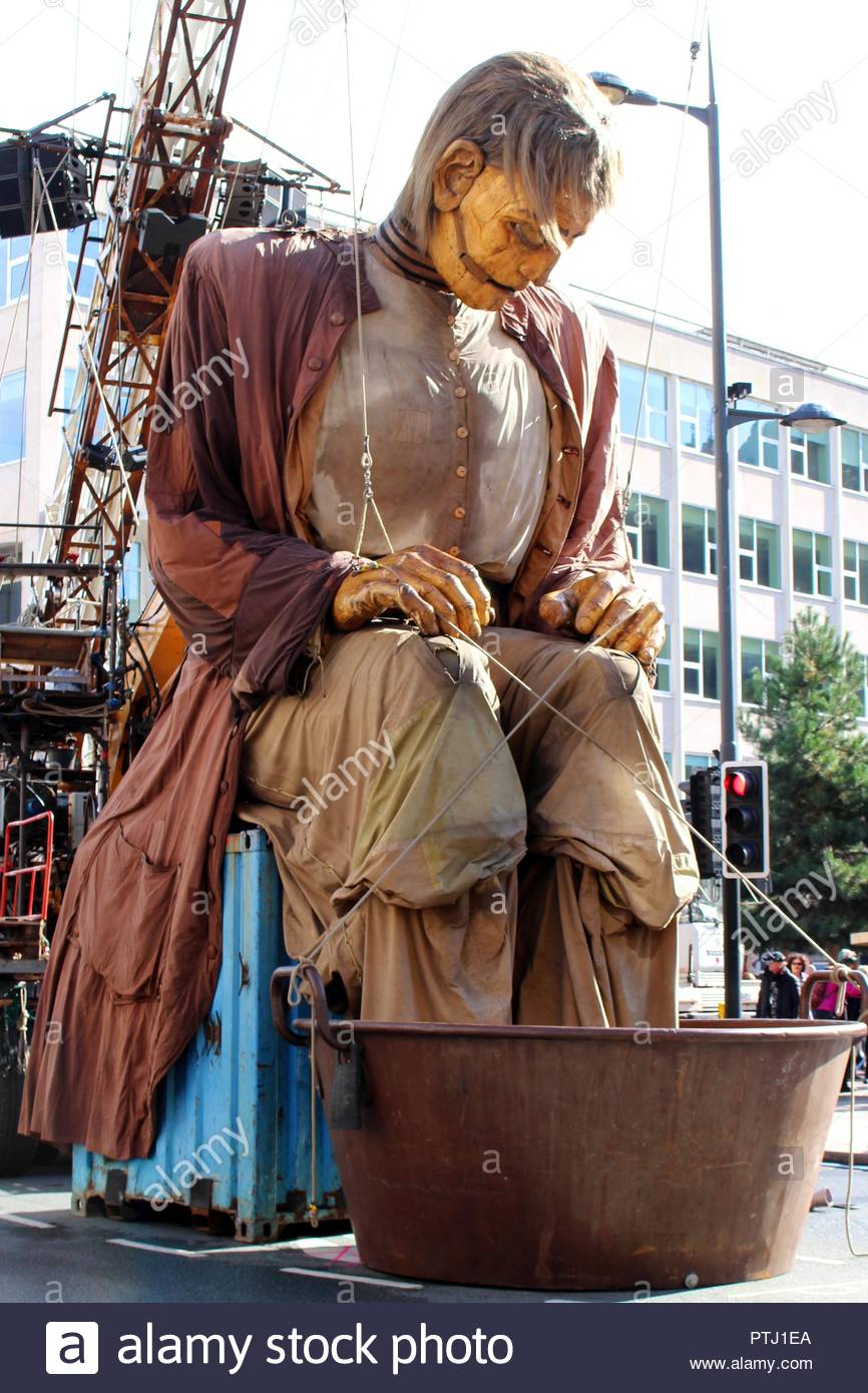 The giants walk the streets of Liverpool for the last time as part of the Royal De Luxe street theatre comapny's Giant Spectacular show. - Stock Image