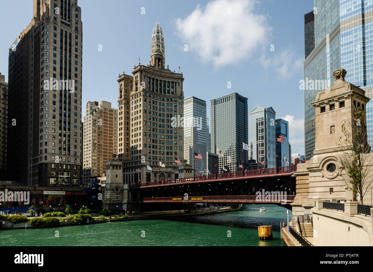 London Guarantee Building & DuSable Bridge in Chicago Stock Photo
