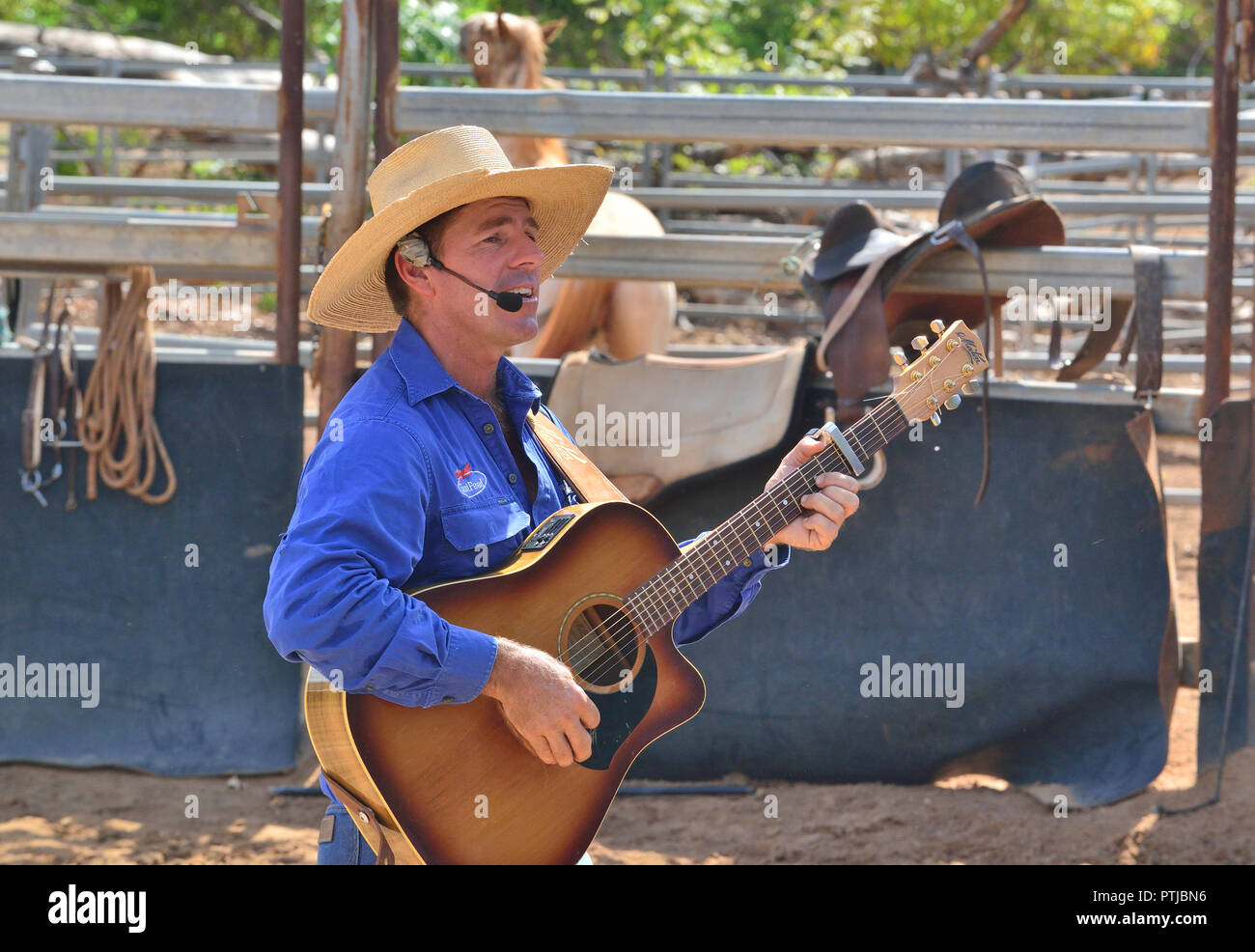 Tom Curtain the singing cowboy performing in his Outback Experience show in Katherine, Northern Territory, Australia - Stock Image