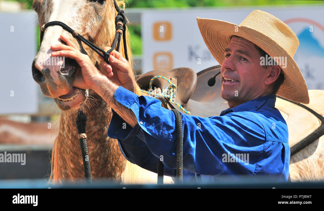 Tom Curtain the singing cowboy, horse whispering  in his Outback Experience show in Katherine, Northern Territory, Australia Stock Photo