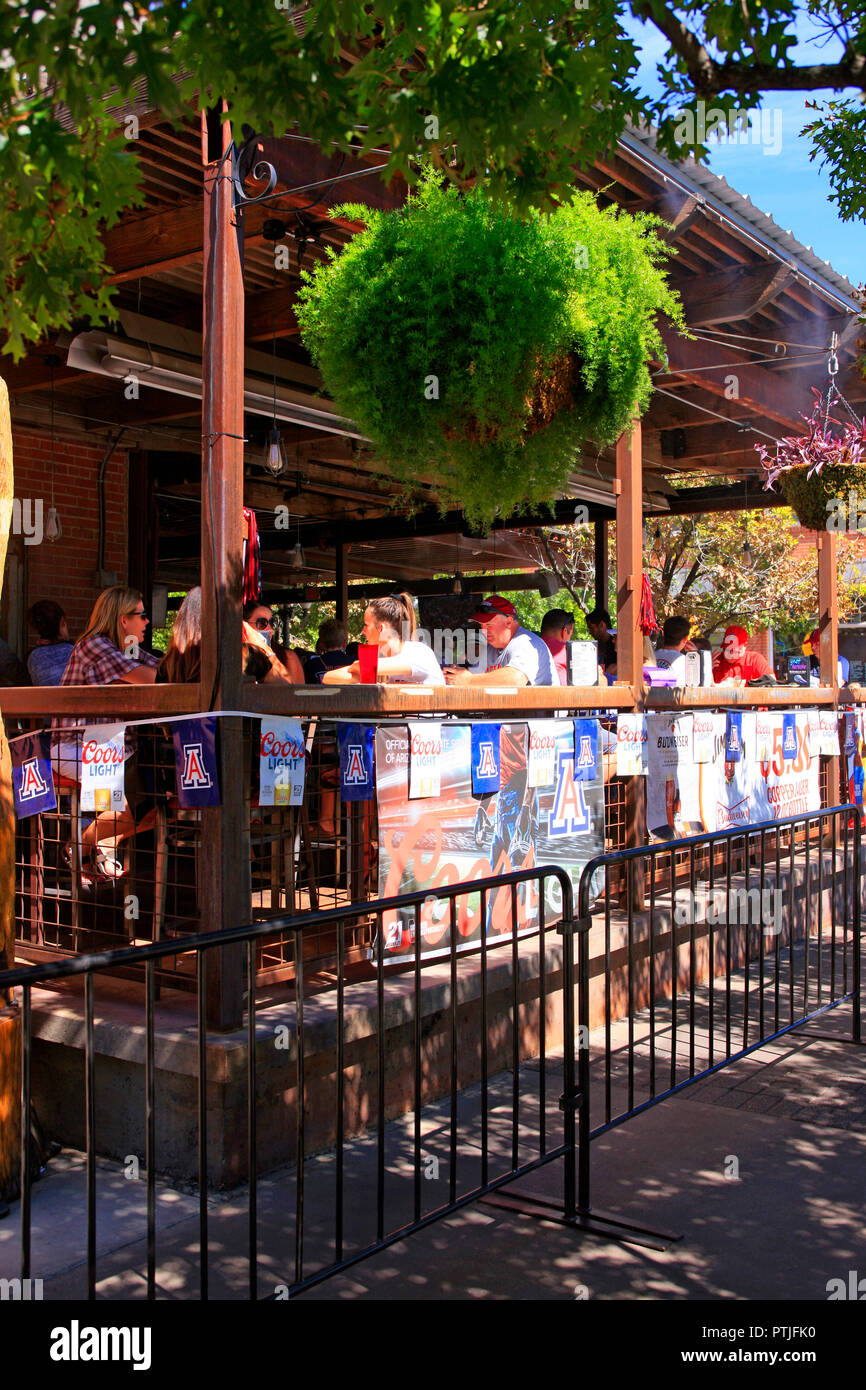 Parents and Students party weekend at Gentle Ben's bar on E University in Tucson AZ - Stock Image