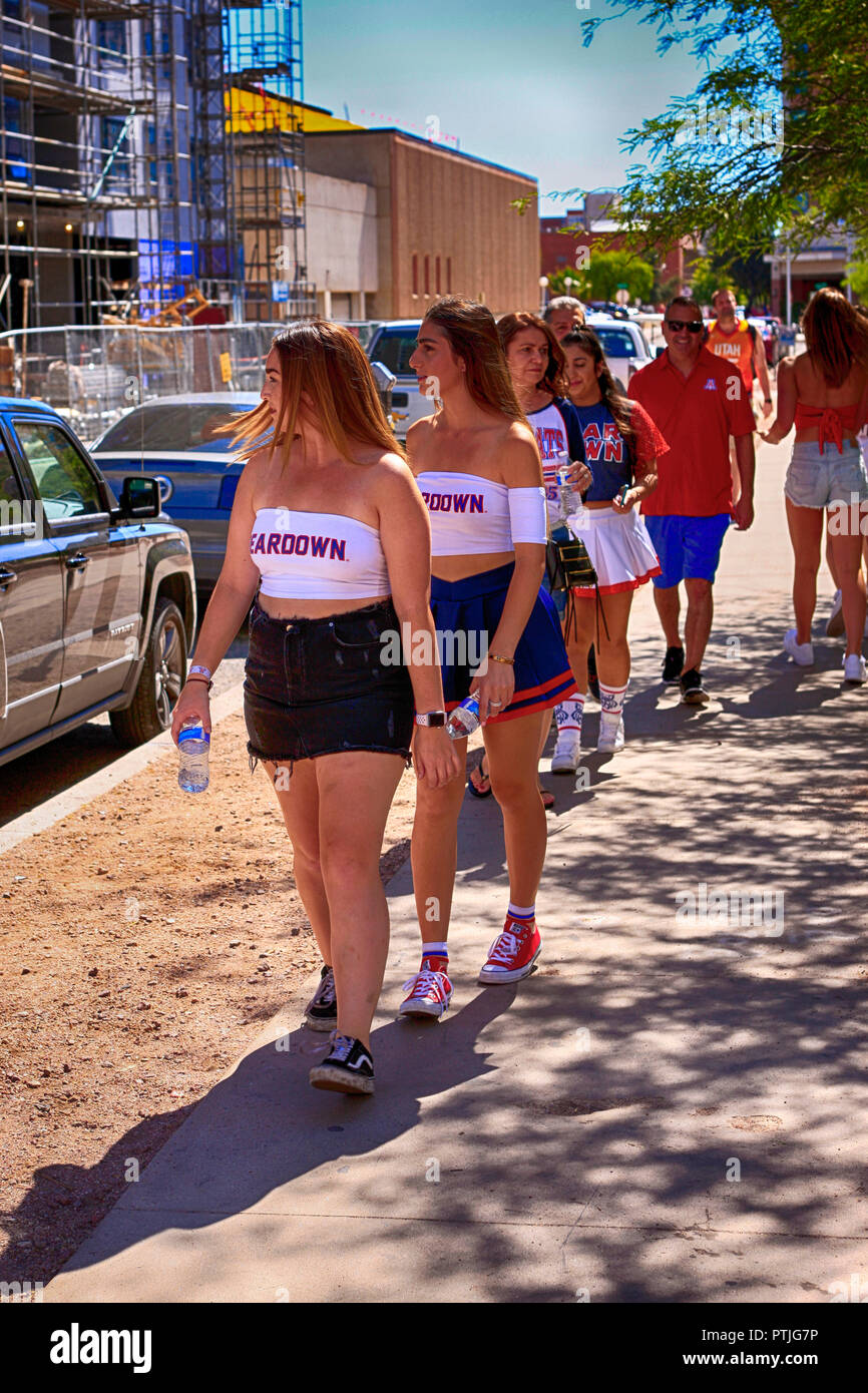 Group of freshman female students wearing Beardown University of Arizona tanktops in Tucson AZ - Stock Image