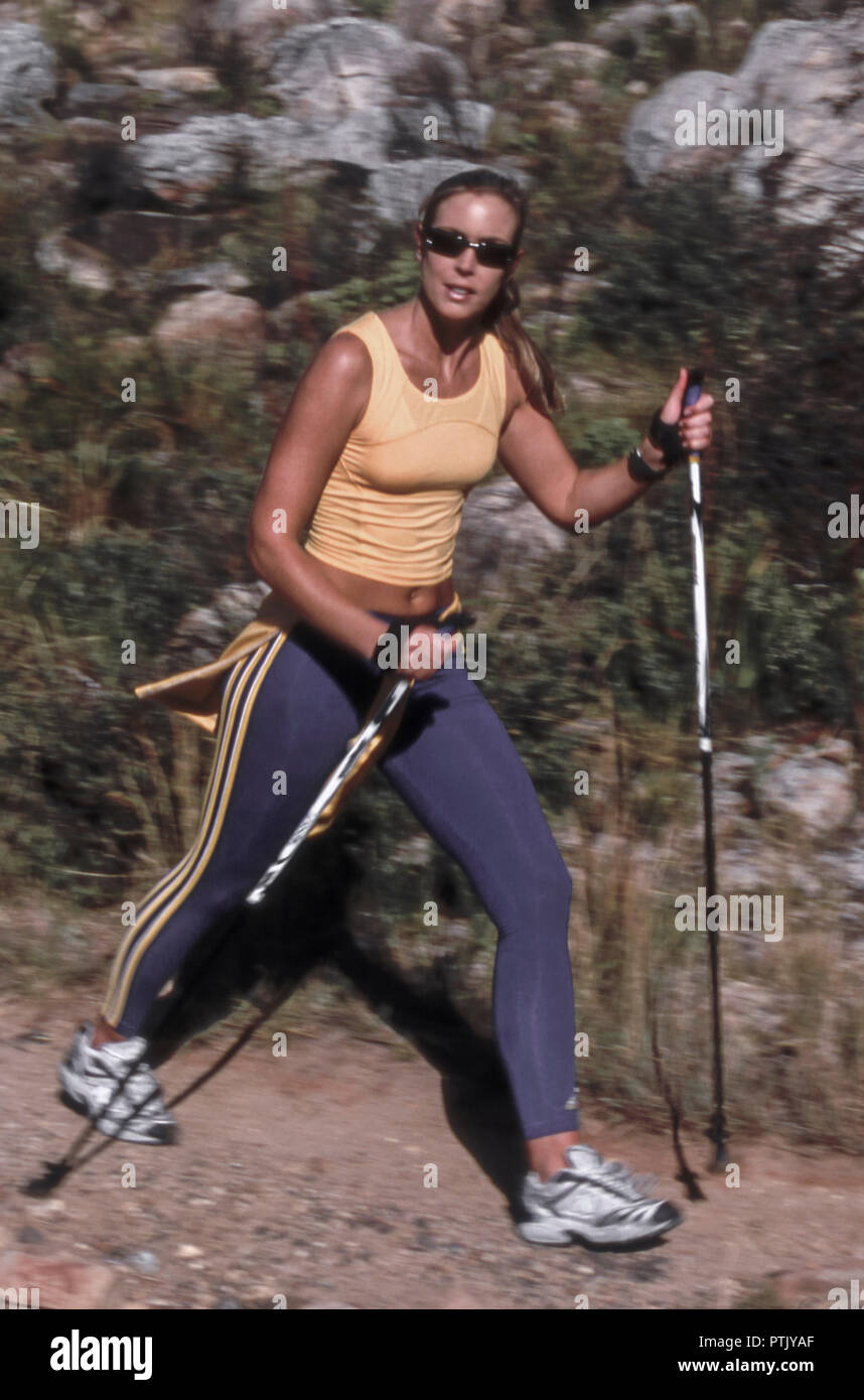 Frau, Ganzkoerper, Aussen, Sommer, Freizeit, Hobby, Laufen, Laufsport, Lifestyle, Nordicwalking, Sport, .Sportlich, Jung, Aktivitaet, Aktiv, Fitness,  - Stock Image
