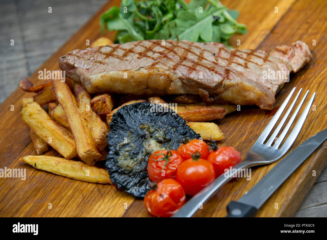 The Volunteer Tavern, sirloin steak and chips - Stock Image