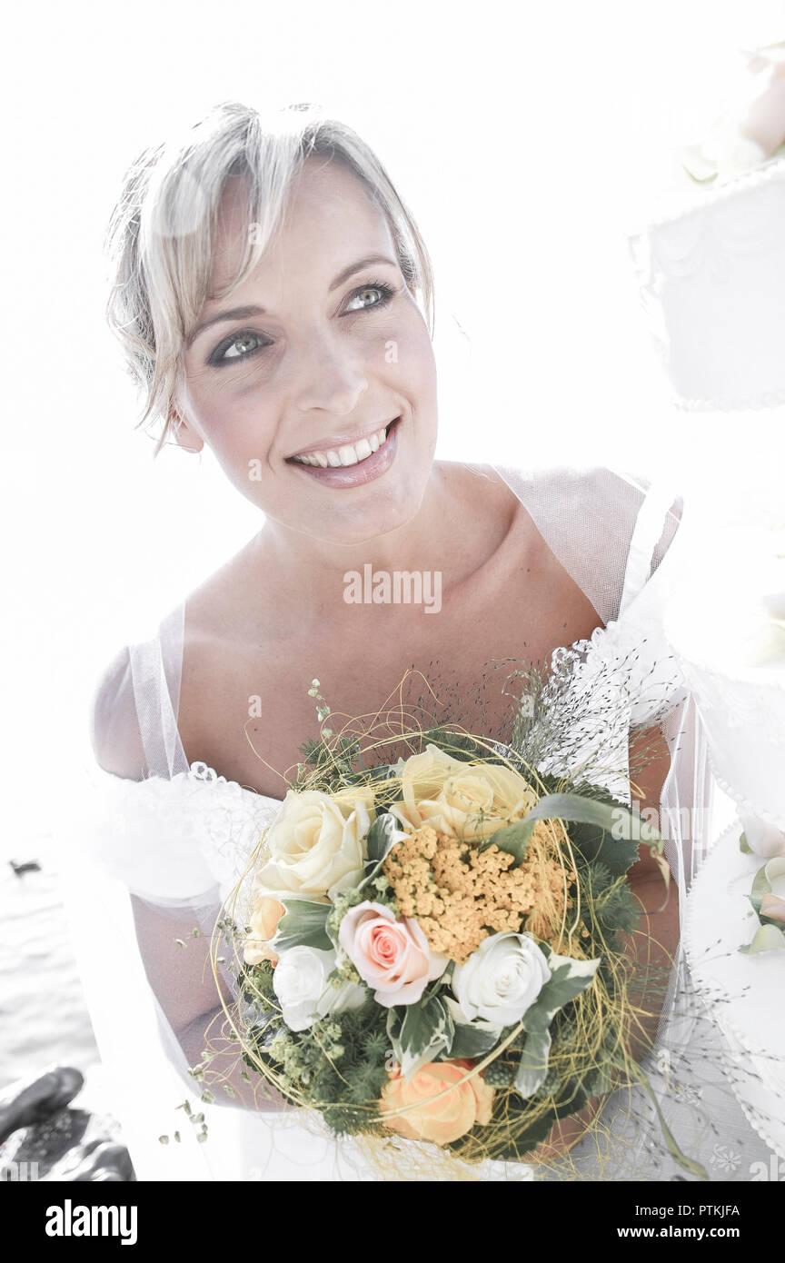 Braut Portrait Aussen Sommer Hochzeit Heirat Eheschliessung