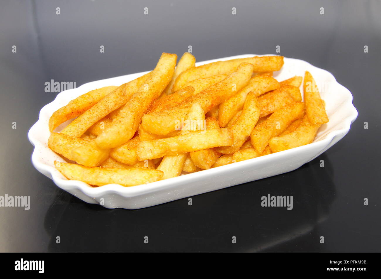 Porzellanschale mit Portion French Fries - Stock Image