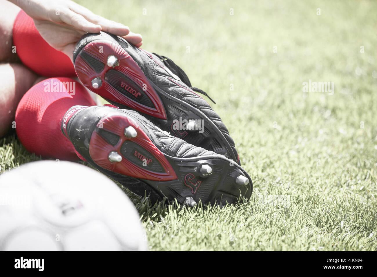 Fussballspieler Detail Mann Sportler Sportlich Sport Fu?ball Fussball Fussballer Fussballspiel Fussballspielen Beine Ballsport Ball Freizeit Aktivitae - Stock Image