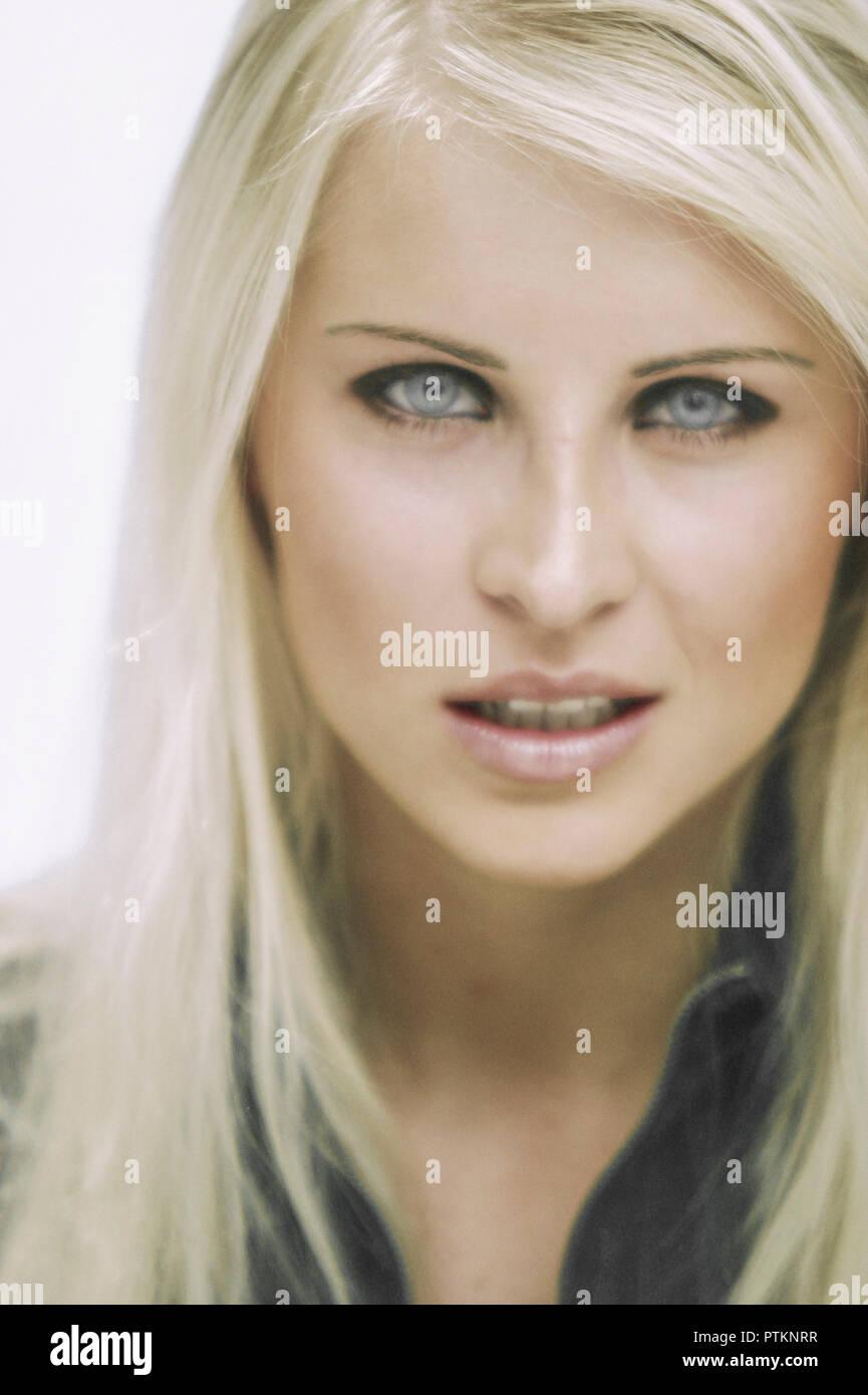 Beauty Blond Blondine Frau Lange Haare Innen Leute Menschen