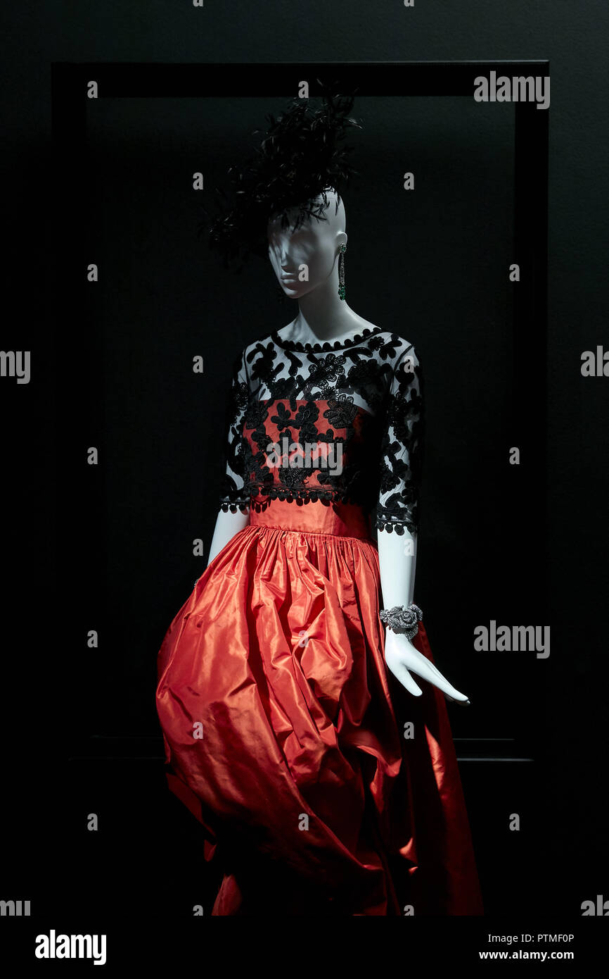 Madrid, Spain. 9th Oct, 2018. Naty Abascal's dresses are exhibited during 'TELVA tributo. Una cronica de moda. Coleccion Naty Abascal' exhibition at Royal Academy of Fine Arts of San Fernando in Madrid. Credit: Legan P. Mace/SOPA Images/ZUMA Wire/Alamy Live News - Stock Image