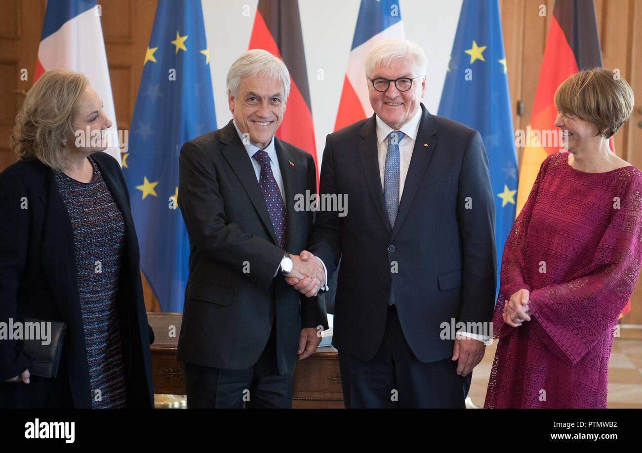 10 October 2018, Berlin: Elke Büdenbender (r-l), wife of Federal President Frank-Walter Steinmeier, Sebastián Pinera, President of Chile, and the wife of the Chilean President, Cecilia Morel, are standing after the entry in the guestbook in Bellevue Castle. Photo: Ralf Hirschberger/dpa Stock Photo