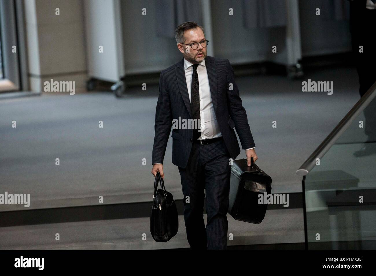 10 October 2018, Berlin: 10 October 2018, Germany, Berlin: Michael Roth, Minister of State for Europe at the Federal Foreign Office, arrives at the 54th session of the German Bundestag during a Question Time to the Federal Government. Photo: Carsten Koall/dpa - Stock Image