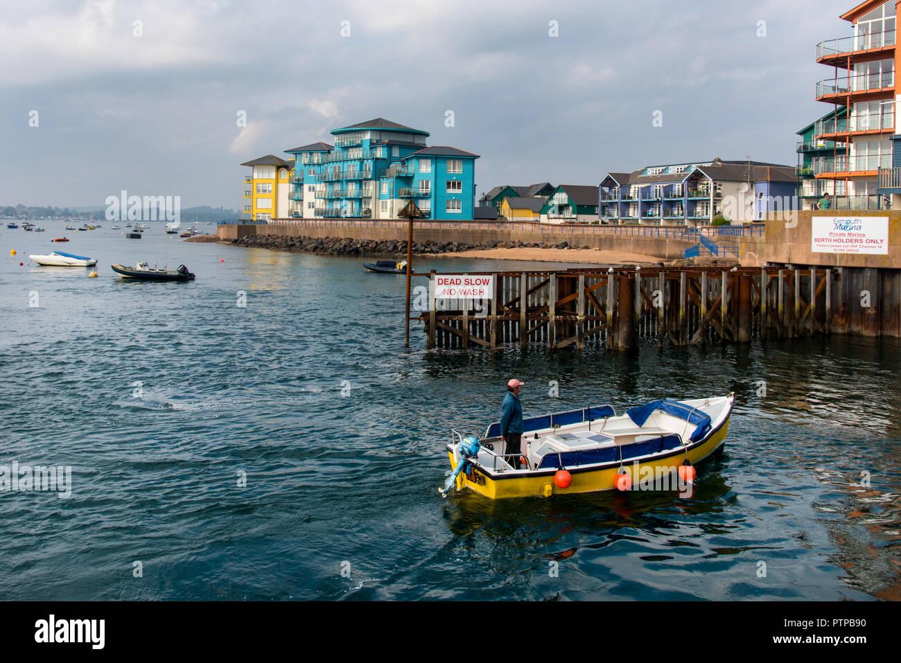 EXMOUTH, DEVON, UK - 05OCT2018:  Yellow boat entering Exmouth Docks - Stock Image
