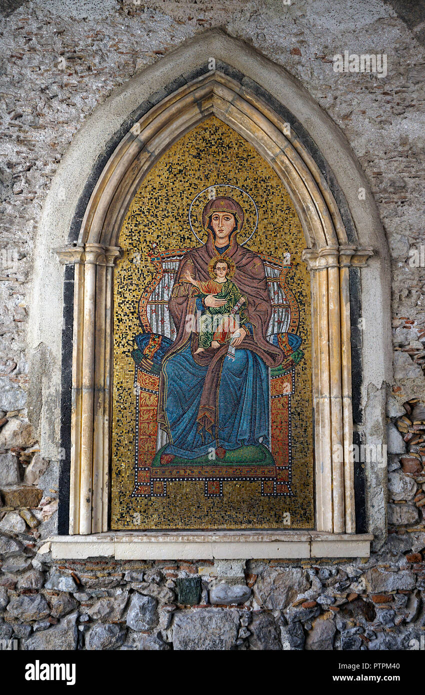 Saint picture shows Virgin Mary with child Jesus, medieval passage of Torre dell'Orolorgio, Corso Umberto I, old town of Taormina, Sicily, Italy - Stock Image