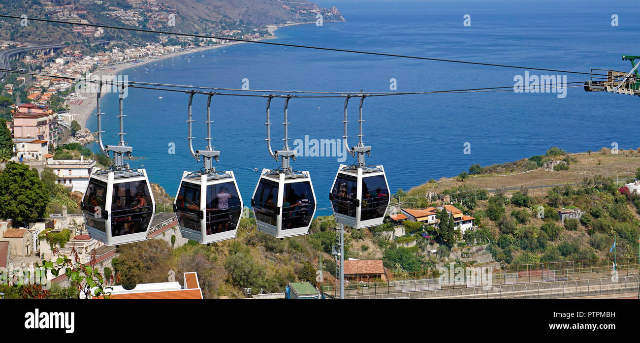 Cable car ride from the old town of Taormina to the beach of Mazzarò, Sicily, Italy - Stock Image