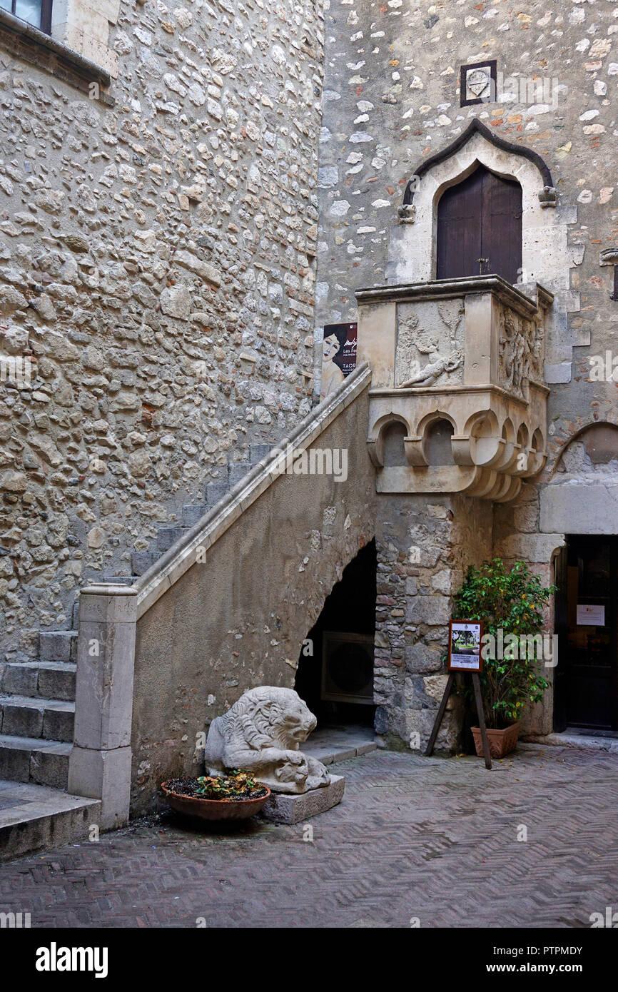 Inner courtyard of Palazzo Corvaja, medieval palace at Taormina, Sicily, Italy - Stock Image