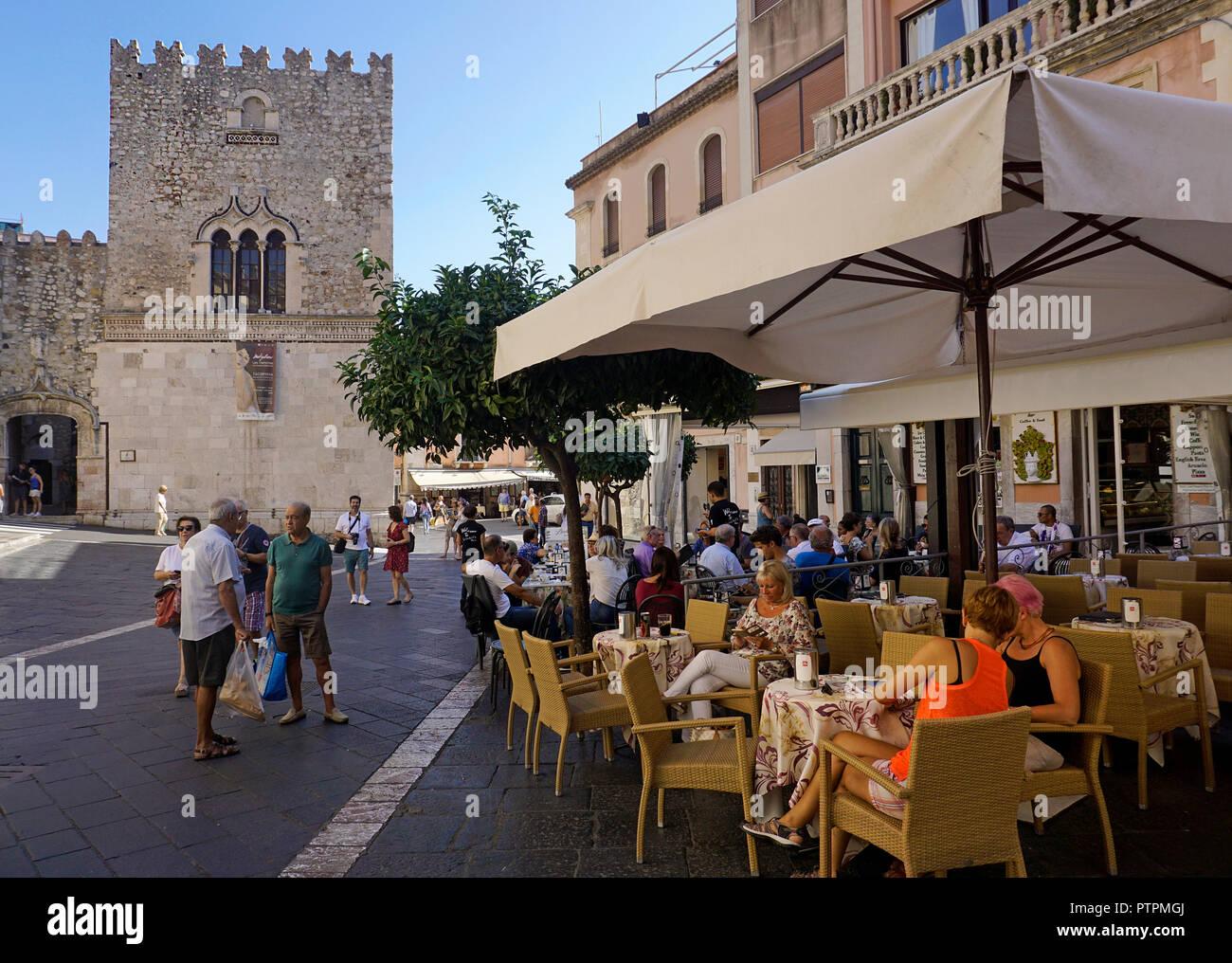 Street cafe at Palazzo Corvaja, medieval palace at Taormina, Sicily, Italy Stock Photo