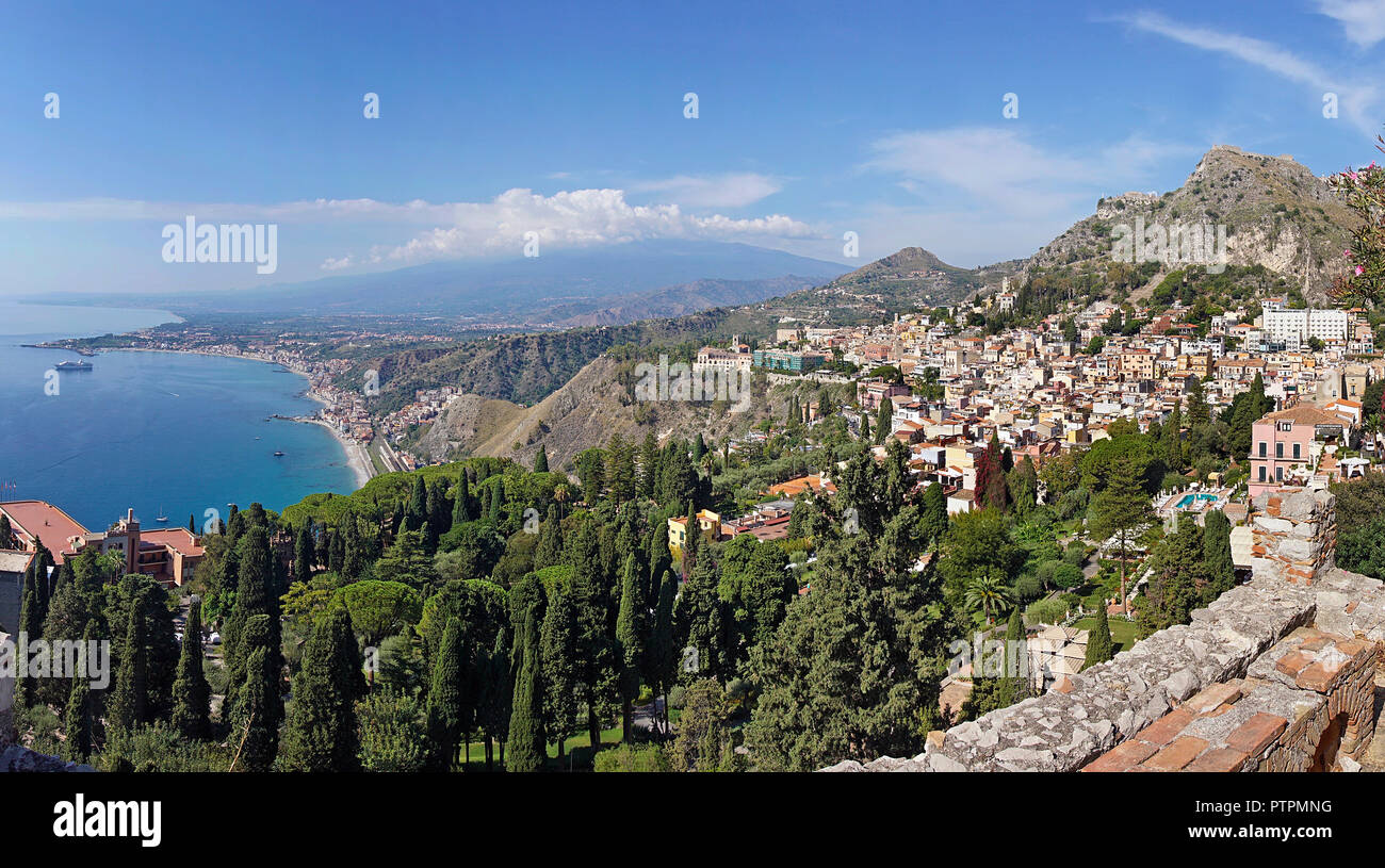 Splendid view from the ancient greek-roman theatre of Taormina to the bay of Giardini-Naxos, Sicily, Italy - Stock Image