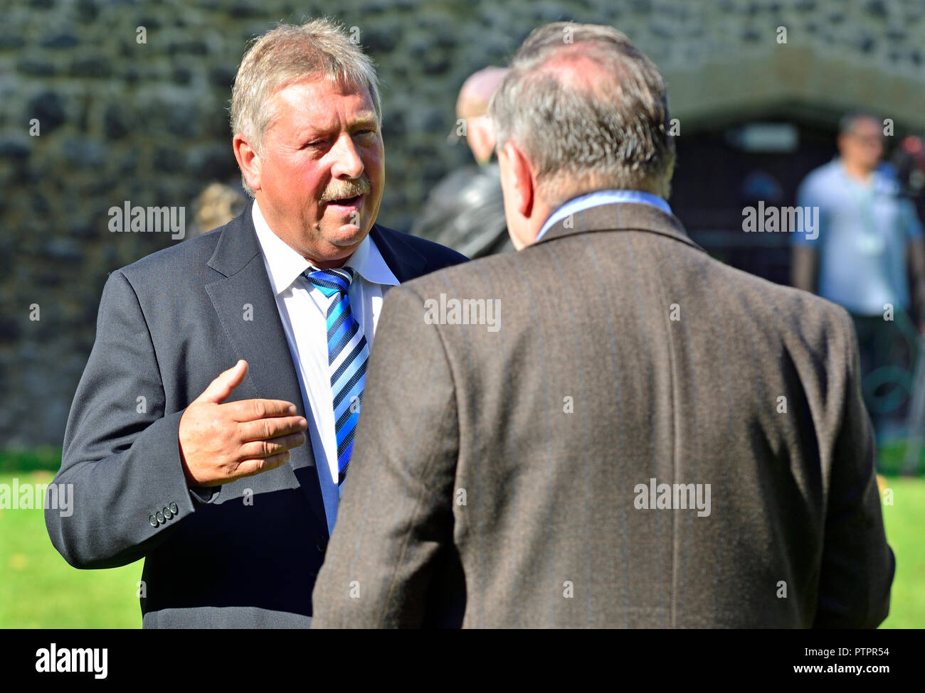 Sammy Wilson MP (DUP: East Antrim) being interviewed on College Green, Westminster, October 2018 - Stock Image