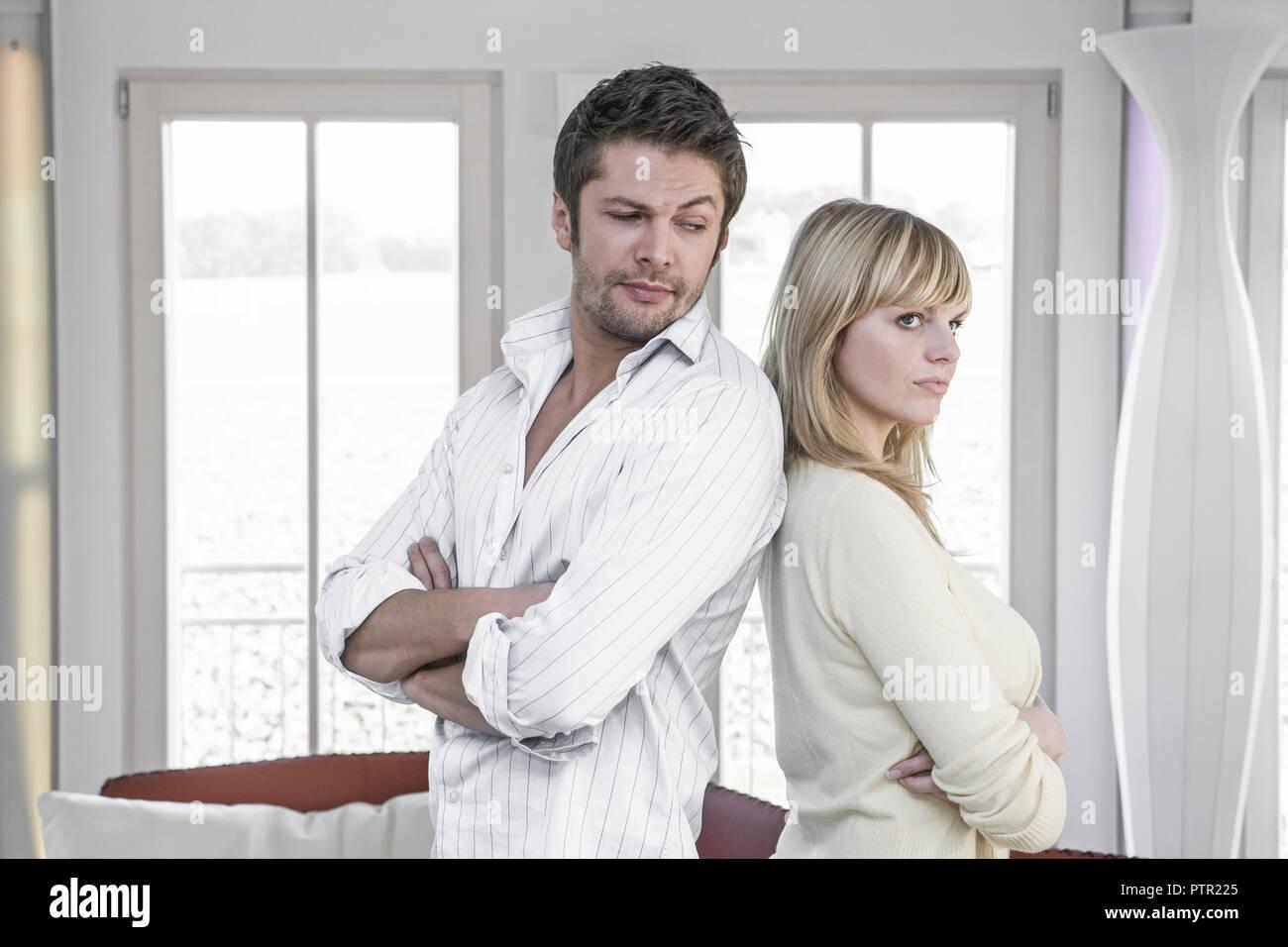 Paar, Streit, Konflikt, Abwenden, , Partnerschaft, Beziehung, Auseinandersetzung, Krise, Problem, schweigen, Unverstaendnis, Ehekrise, Partnerschaftsk - Stock Image