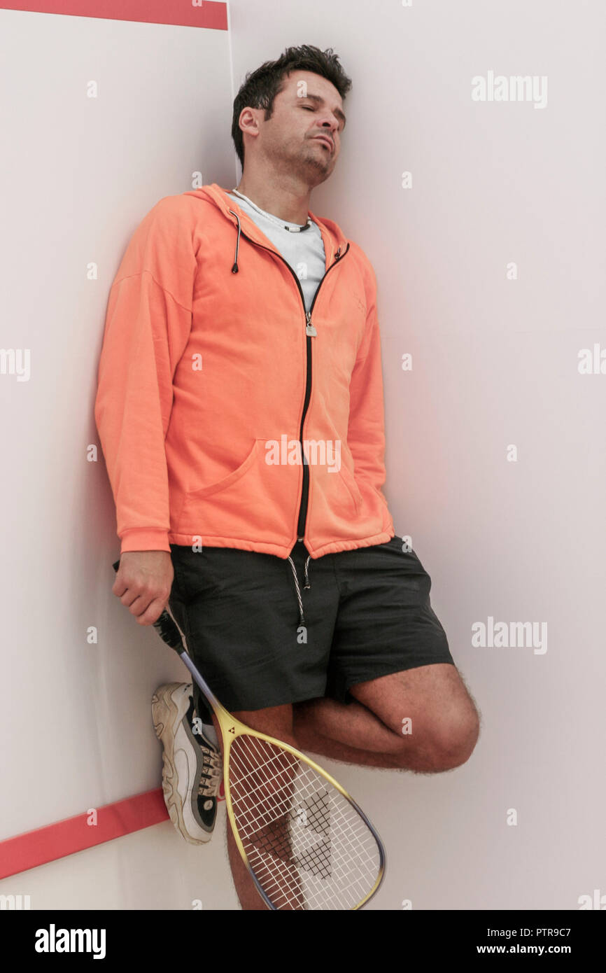 Squashcourt, Spieler, Schlaeger, Squash, Squashspieler, Mann, Sportler, Sportart, Rueckschlagspiel, Spiel, Squashspiel, innen, Ganzkoerper, Sport, Fit - Stock Image