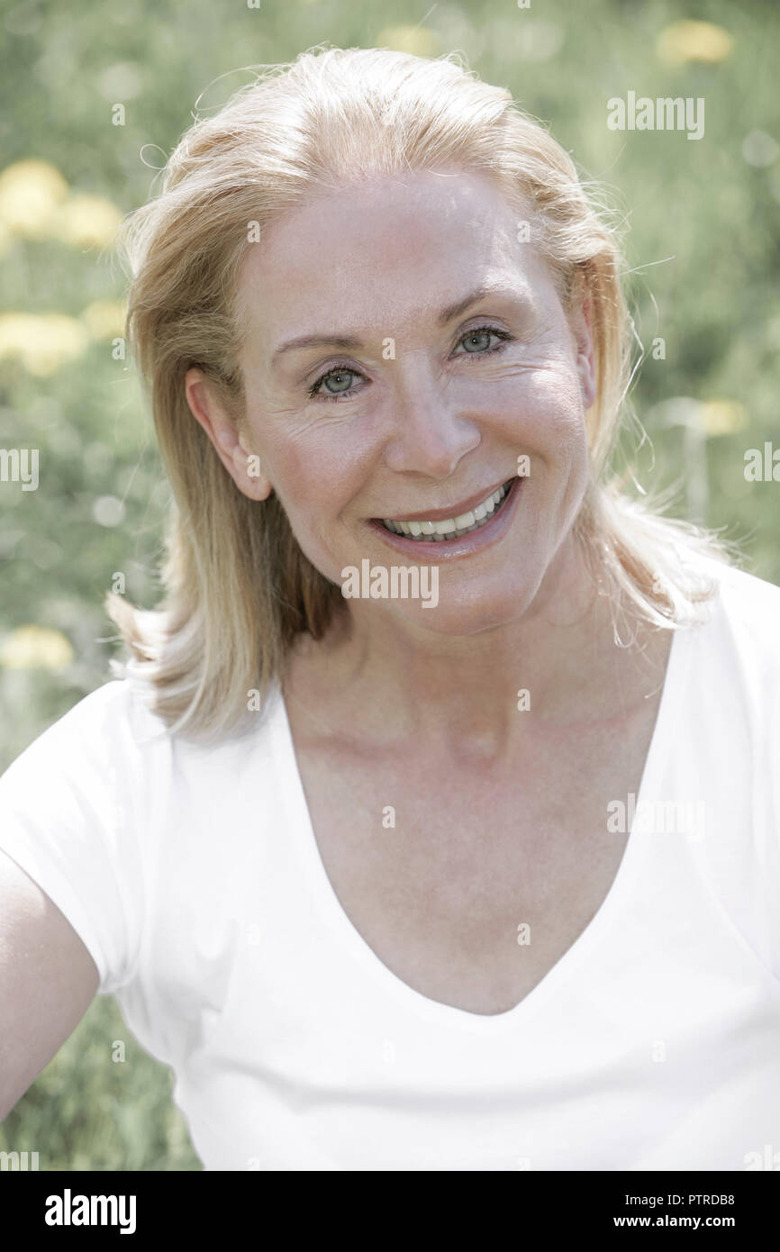 Seniorin, Haare, blond, laecheln, Portrait, Serie, Frau