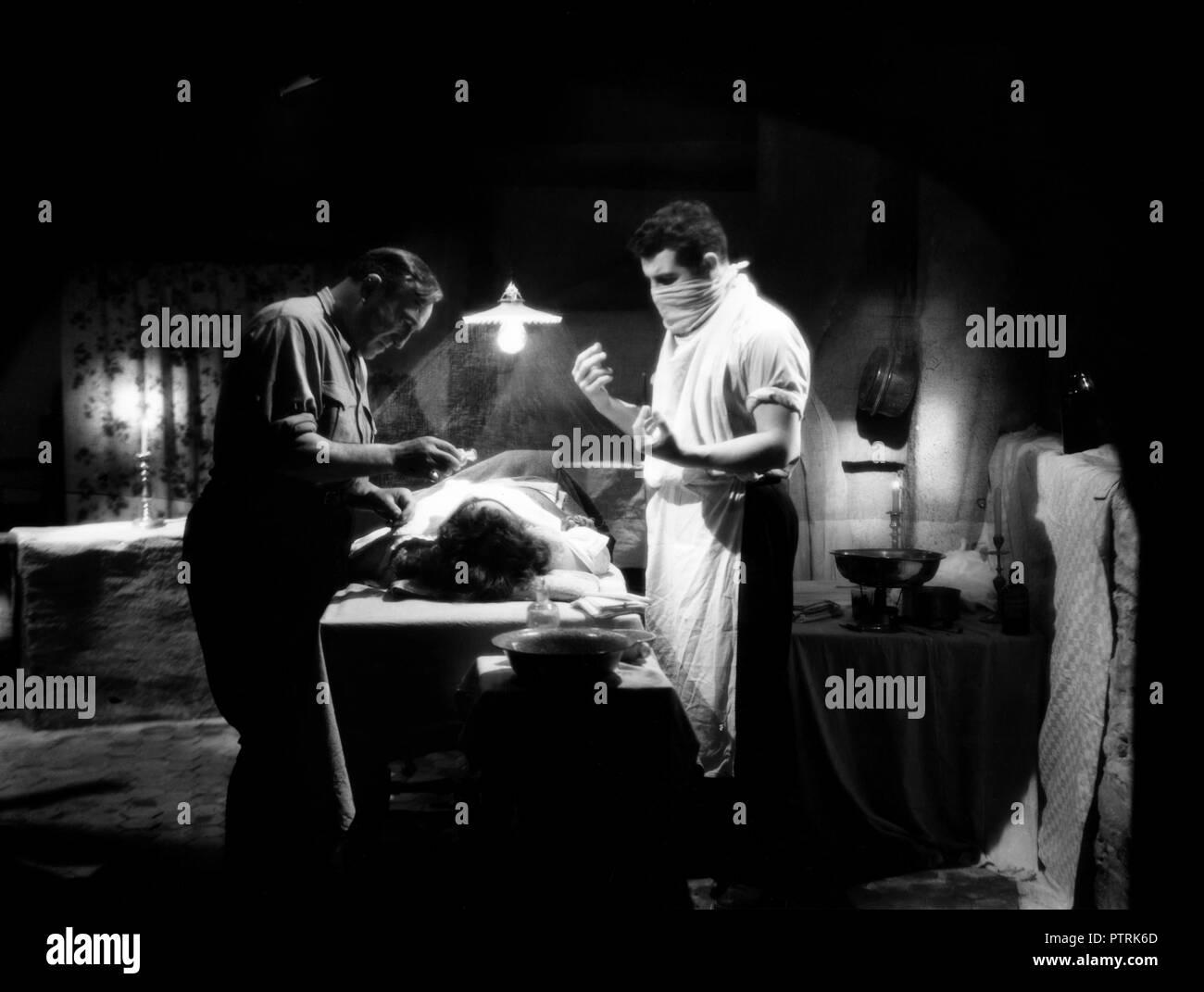 Prod DB © B.C.M. - La France en Marche / DR LE DIABLE SOUFFLE de Edmond T. Greville 1947 FRA. Charles Vanel Jean Chevrier. chirurgien; surgeon; operation chirurgicale; surgery - Stock Image