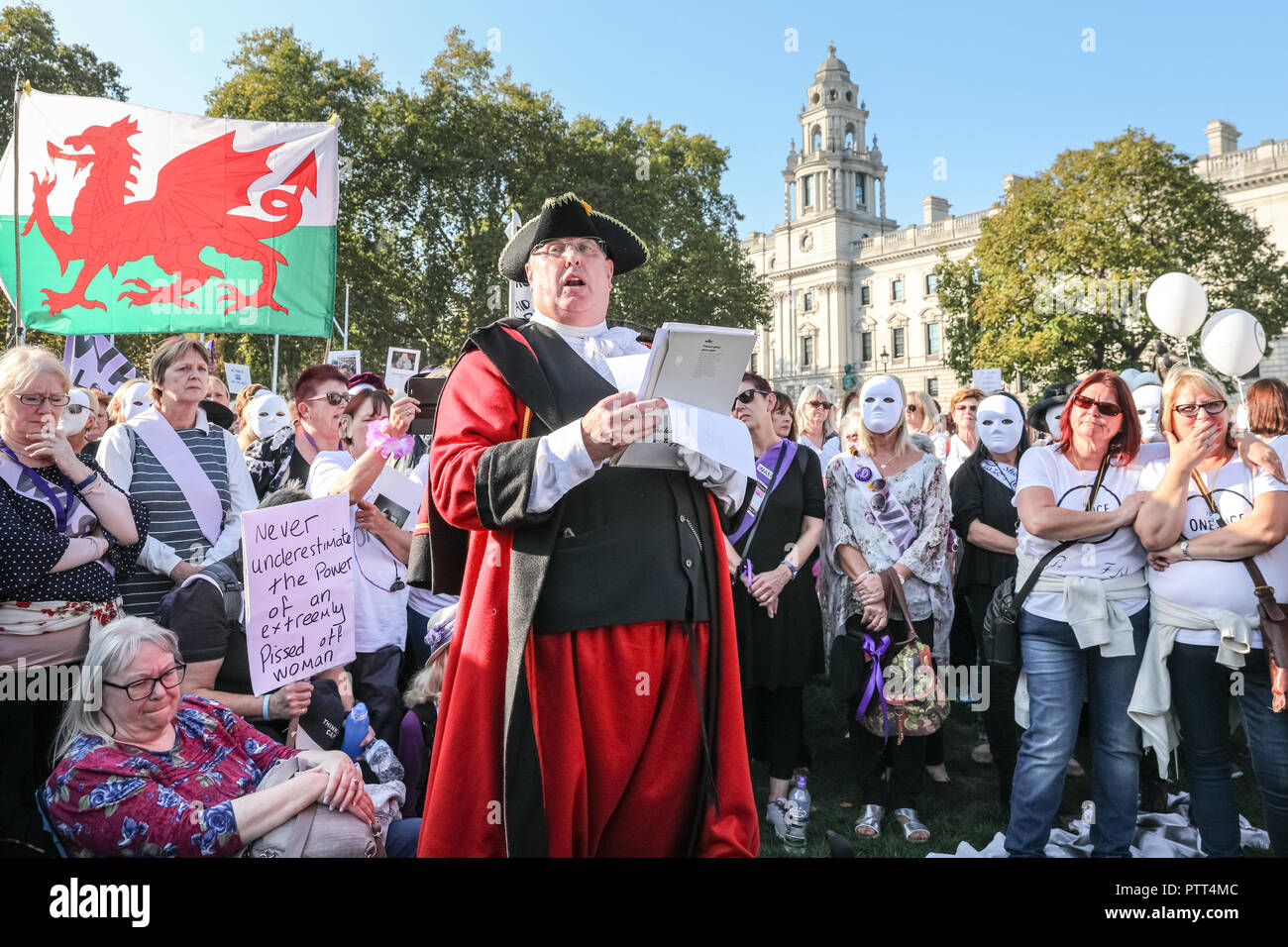 Westminster, London, 10th Oct 2018. A town crier shouts for pension equality to big cheers from the crowd. Women's pension groups, including the WASPI Campaign, have organised a march from Hyde Park to Parliament Square where several thousand women demonstrate for pension equality in British state pensions. Credit: Imageplotter News and Sports/Alamy Live News - Stock Image