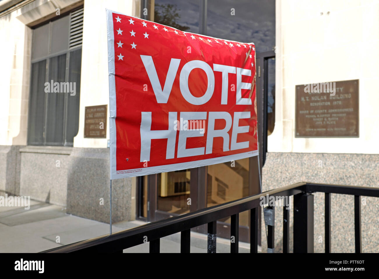 Painesville, Ohio, USA, 10th Oct, 2018.  A 'Vote Here' sign is prominently displayed at the entrance to the Lake County Board of Elections in Painesville, Ohio, USA, where early voting began today.  This is the first day for early voting in the 2018 general election.  People may vote at their county Board of Elections up through Election Day, November 6, 2018.  Credit: Mark Kanning/Alamy Live News. Stock Photo