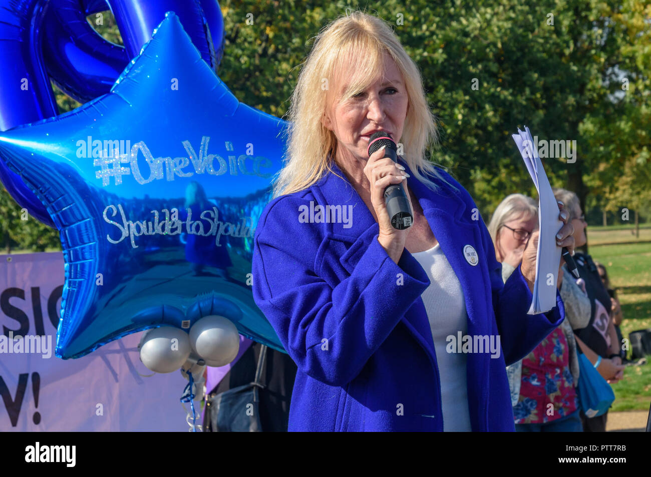 London, UK. 10th October 2018. Yvette Greenway speaks at the Shoulder to Shoulder rally in Hyde Park by groups campaigning for women born in the 1950s to regain the pensions stolen from them under successive governments, including The Waspi Campaign (Women Against State Pension Inequality),  Back to 60, We Paid In, You Pay Out and others. Credit: Peter Marshall/Alamy Live News - Stock Image
