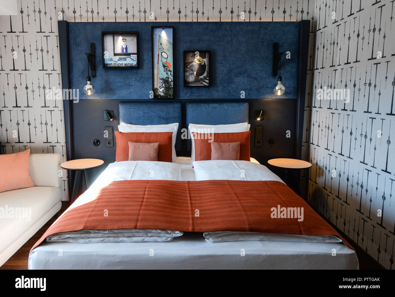 11 October 2018, Berlin: View into a room of the Upper Upscale Hotel Indigo Berlin at Mercedes Platz. The square is located in the new city quarter along the East Side Gallery. The official opening is on 13 October. Photo: Jens Kalaene/dpa - Stock Image