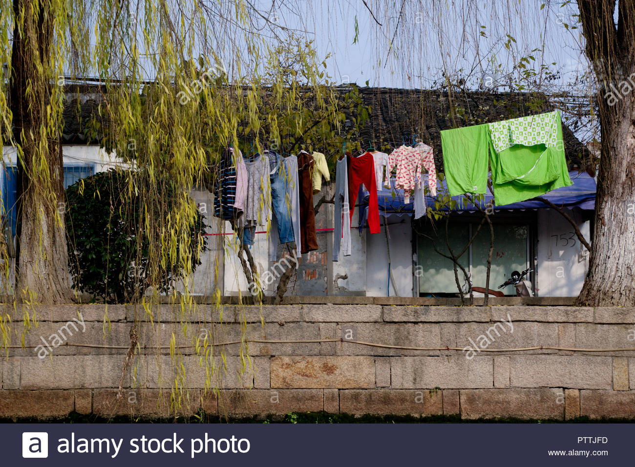 SUZHOU CANALS SCENERY WITH ORDINARY LIFE OF CHINESE PEOPLE, SUZHOU, PEOPLE'S REPUBLIC OF CHINA - Stock Image