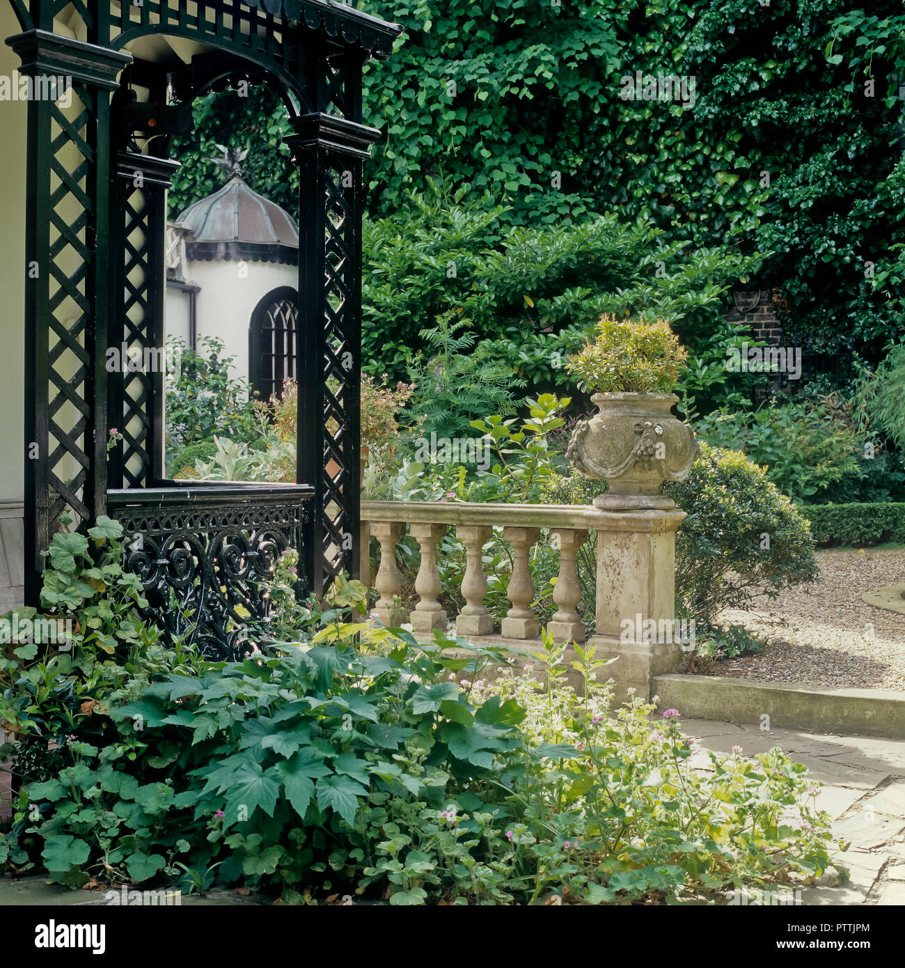 Victorian veranda and balustrade in kensington garden - Stock Image