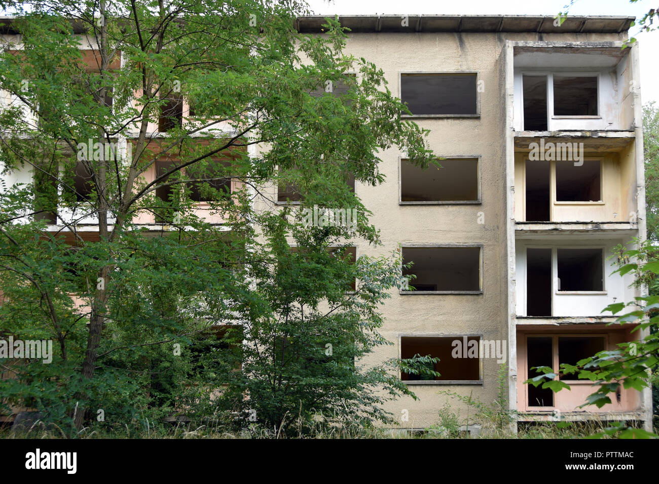 Relics of the soviet air base in Wittstock, former east Germany. An apartment block. - Stock Image