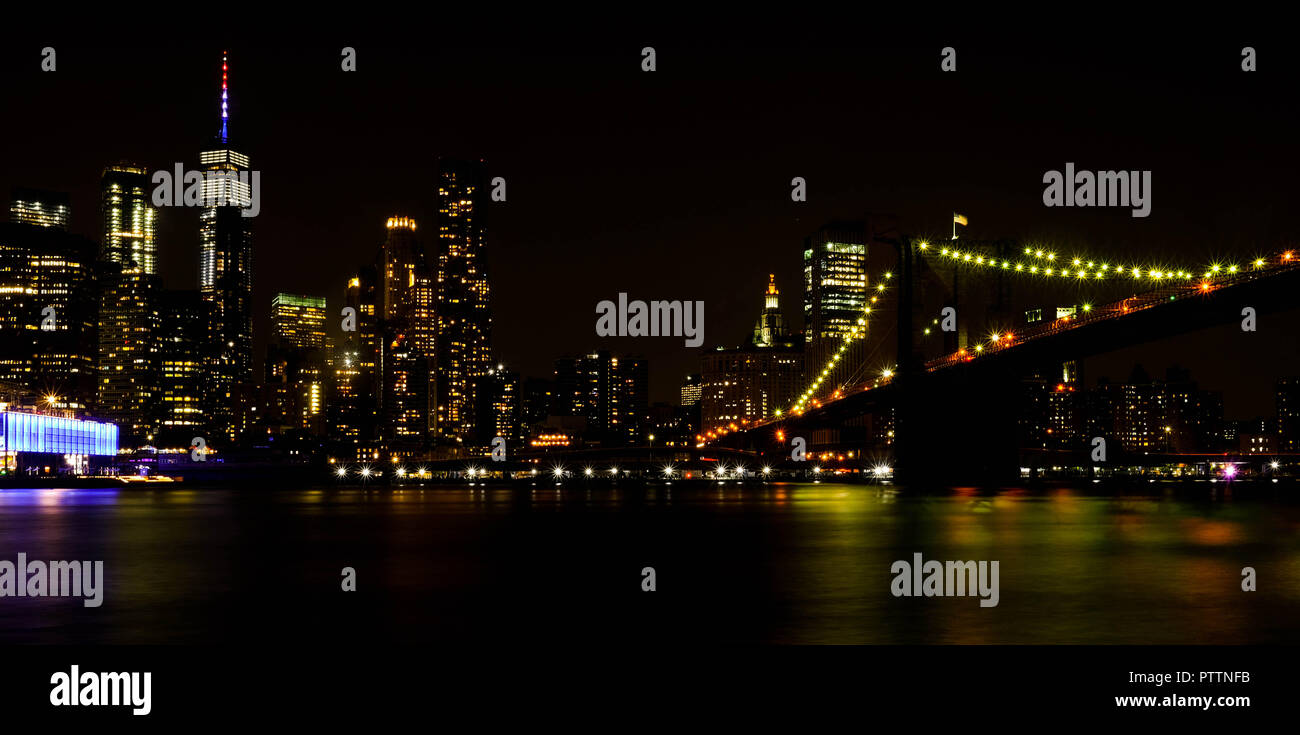 Lower Manhattan and Brooklyn Bridge at night, taken from Brooklyn Heights, showing the Freedom Tower - Stock Image
