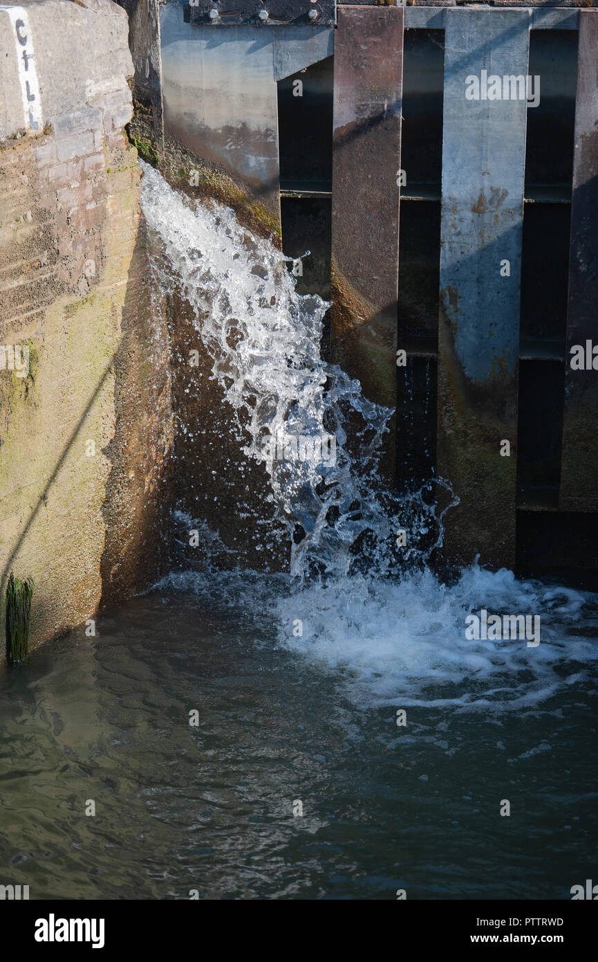 Water leakage into lock on Caen Hill Flight on the Kennet and Avon Canal, Devizes, Wiltshire, UK. - Stock Image