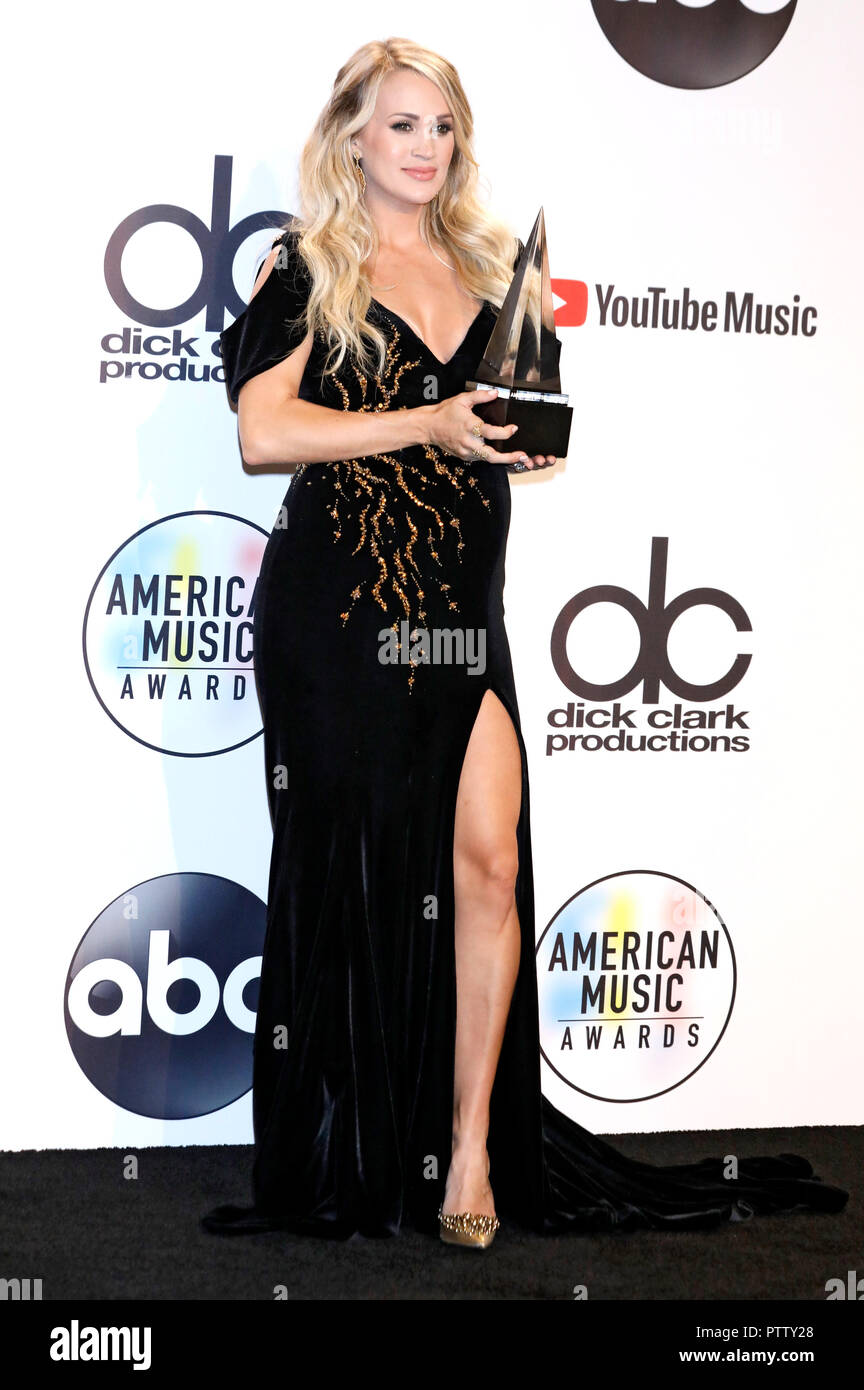 carrie underwood attending the 46th annual american music awards at