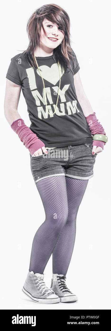 Teenager-Maedchen, flippig gekleidet, verschraenkte Arme (model-released) Stock Photo