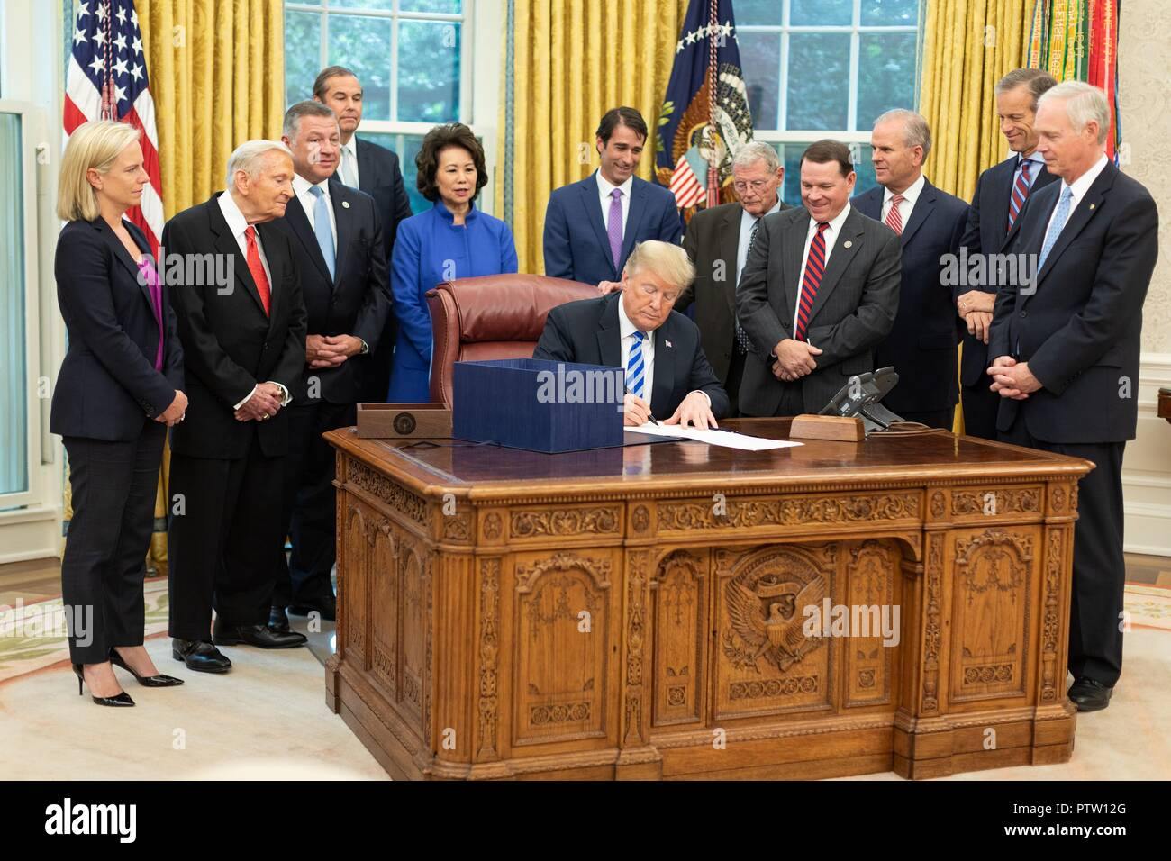 U.S President Donald Trump signs H.R. 302, the FAA reauthorization Act of 2018 in the Oval Office of the White House October 5, 2018 Washington, DC. - Stock Image