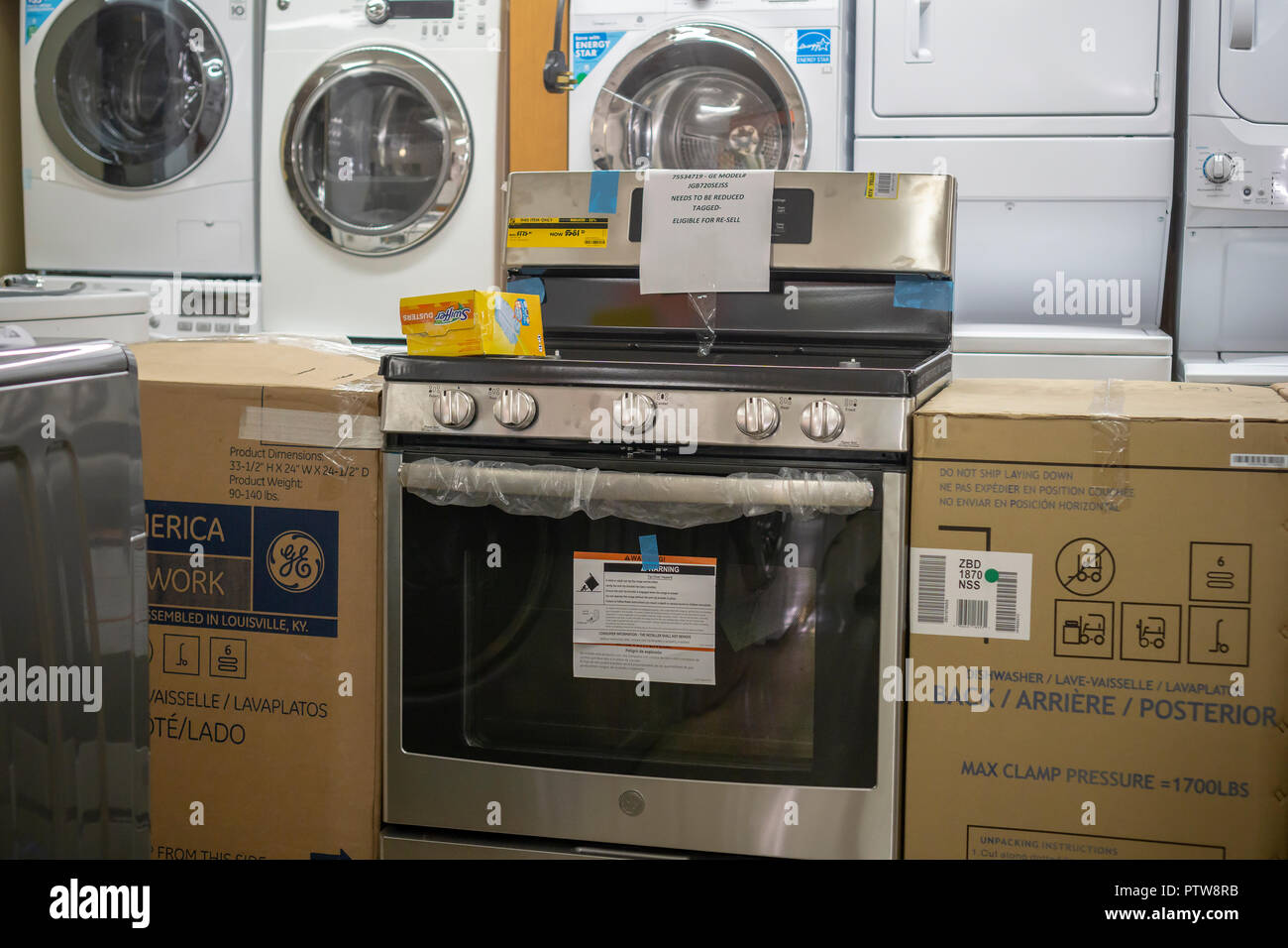Washing Machines White Goods Stock Photos Circuit Board Genuine Me Depot Various Brands Of Residential Appliances On Display In A Home New York Tuesday