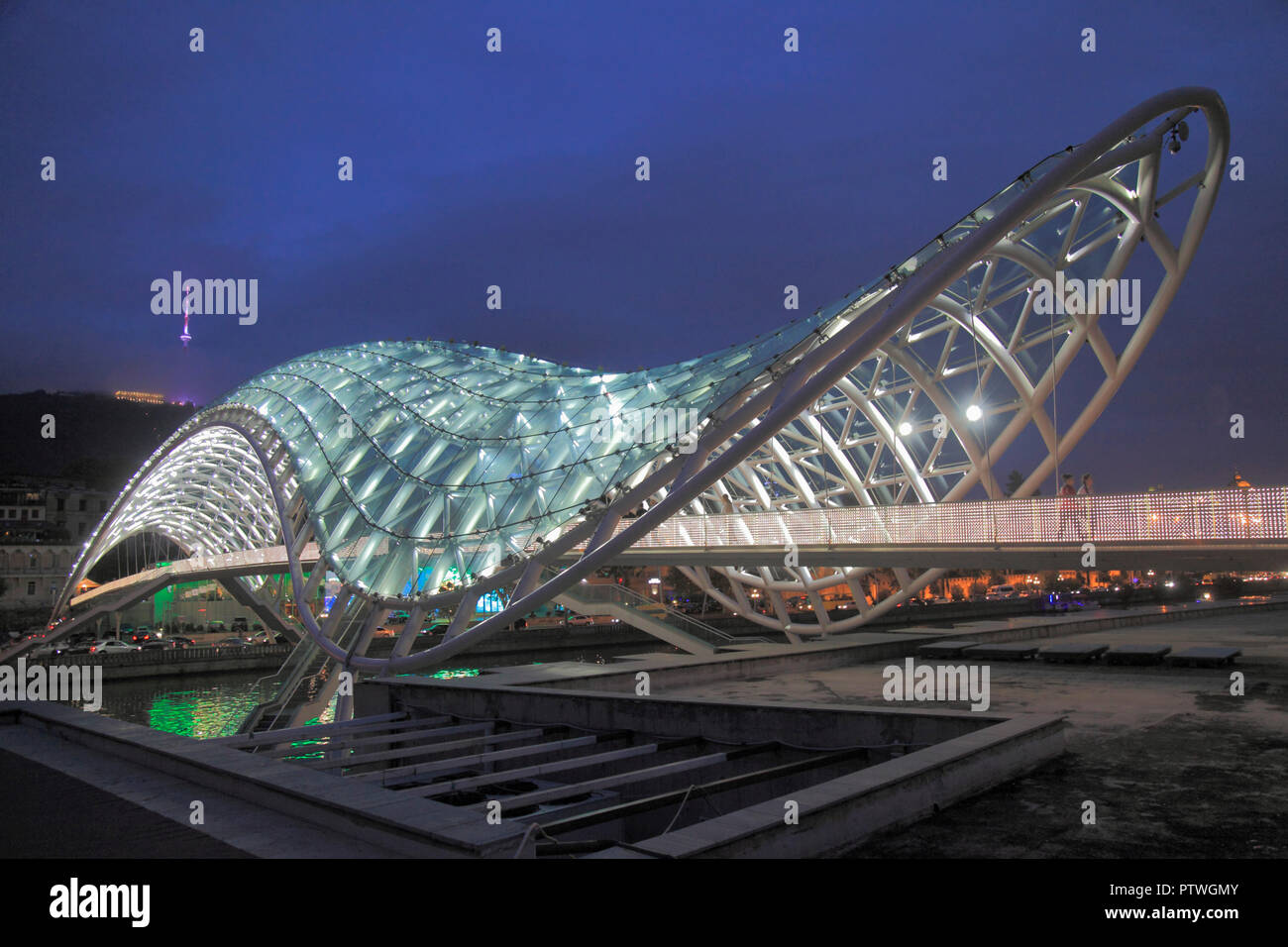 82da57efed Georgia, Tbilisi, Peace Bridge, Michele de Lucchi architect, - Stock Image